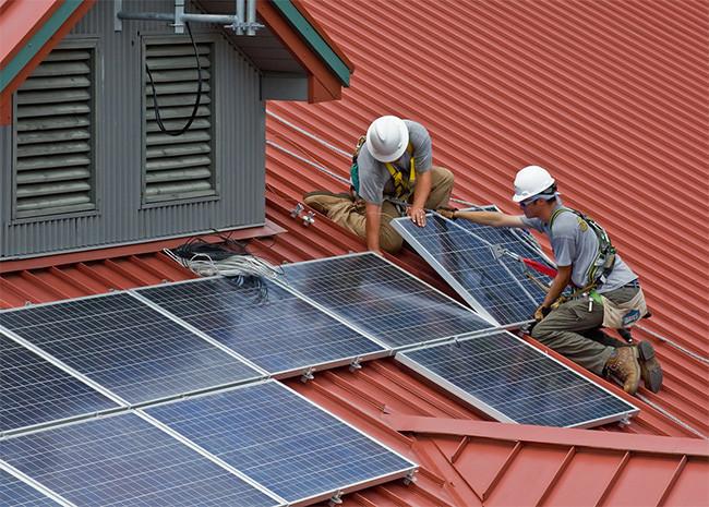El «impuesto al sol» está oficialmente muerto: El Gobierno reconoce el derecho a autoconsumir sin peajes ni cargo